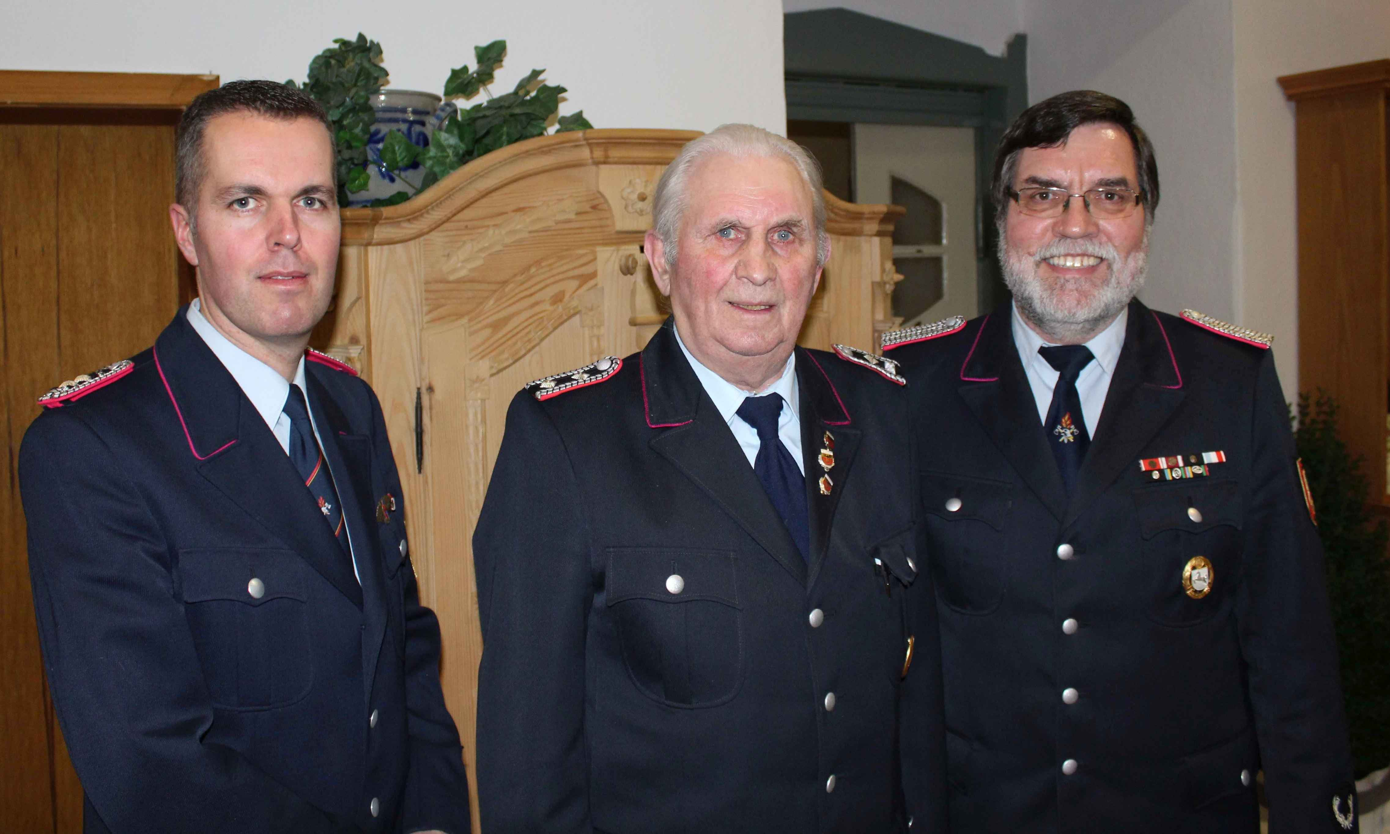 Willi Ahlwes für 65-jährige Mitgliedschaft in der Feuerwehr geehrt