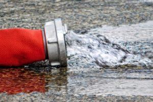 Die Freiwillige Feuerwehr Lühnde führt Hydrantenüberprüfung durch